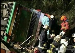 台旅大巴事故还原 行车记录仪道出真相