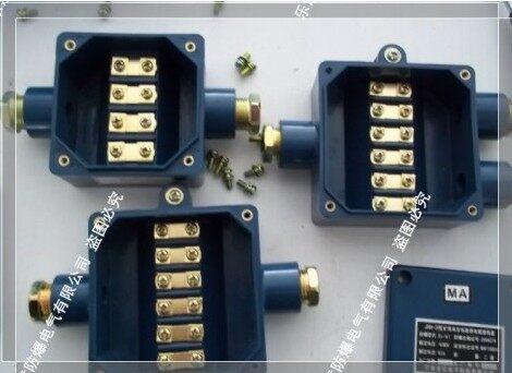 几名电话可同时振铃和闪亮指示灯,被叫方摘机即可实现群体通话.