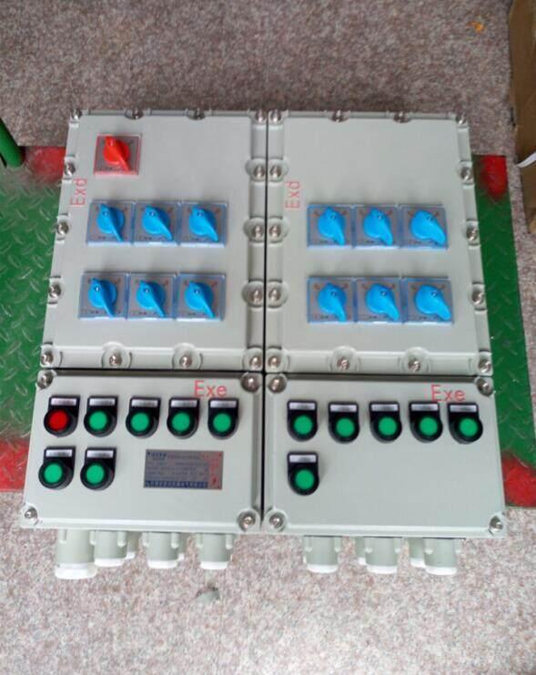 防爆配电箱适用范围:      1、爆炸性气体混合物危险场所:1区、2区。      2、爆炸性气体混合物:A、B、C。      3、温度组别:T1~T6。      4、防爆标志:ExdeBT6、*ExdeCT6。      注:要求C级请注明。      防爆配电箱产品特点:      2.